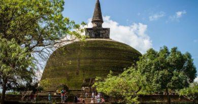 Découverte des ruines de Polonnaruwa, au Nord du Sri Lanka