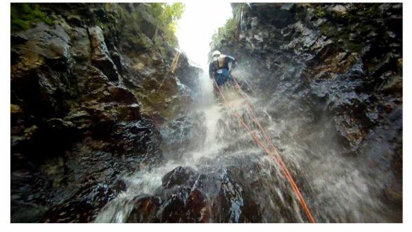Canyoning en eaux chaudes à Thuès